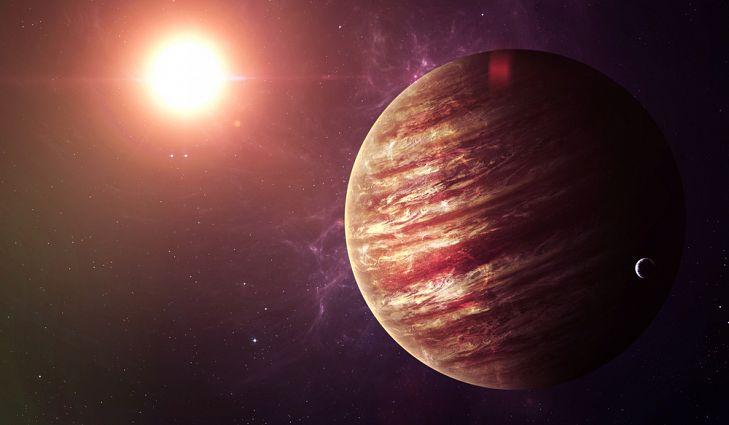 Como Júpiter é o maior planeta, também possui a maior gravidade de todos os planetas do nosso sistema solar.
