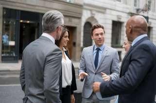 Diferença entre acionistas vs. Investidores