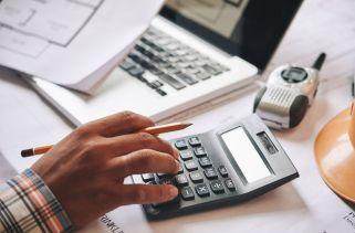 Quais são os benefícios de gerenciar finanças de maneira inteligente?