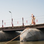 Temporary pontoon bridges are installed across the Ganges for the missions of pedestrians