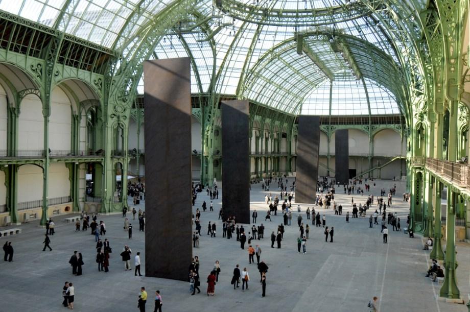 Richard Serra expose Promenade, Monumenta 2008