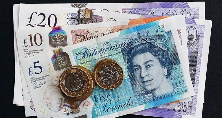 """Pound melemah karena kekhawatiran """"Hard Brexit"""", Dolar AS Menguat"""