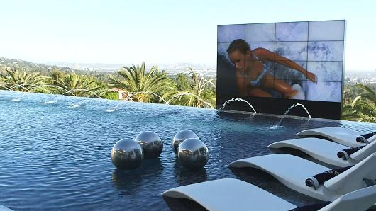 Los Angeles Luxury Pool View