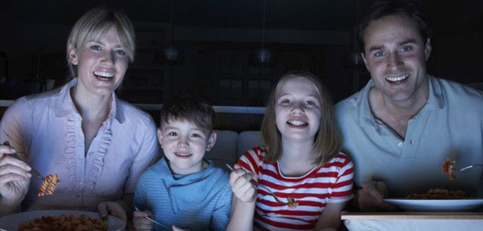 More than half of the population have the TV on during meals and even a 90% sees while dining