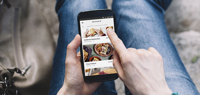 Many restaurants are considering the possibility of starting a digital presence through as smartphones or mobile web App.