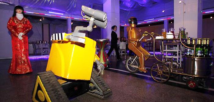 Ce restaurant dispose d'un circuit dans lequel les robots sont montés des vélos portent des plateaux
