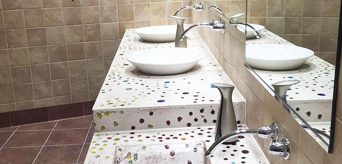 Hamilton, Ohio: Les salles de bains ont été conçues par l'artiste Jan Brown Checco Cincinnati.