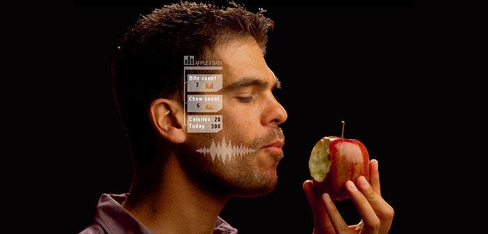 BitBite es un pequeño auricular de aluminio y plástico que registra de manera automática la dieta que se lleva. A través del micrófono y los sensores que lleva incorporados, BitBite captura el sonido del masticado del usuario.