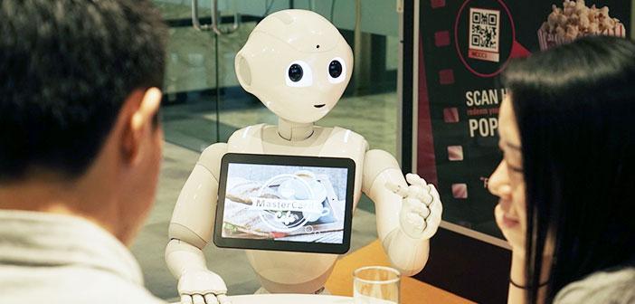 """El """"camarebot"""" podrá reconocer expresiones en los clientes como sonrisas, ceños fruncidos, miradas de sorpresa, ira y tristeza."""