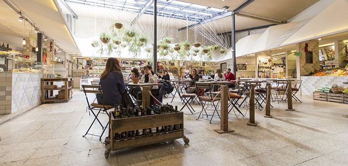 Organic food market represents an option to buy land at table in Madrid.