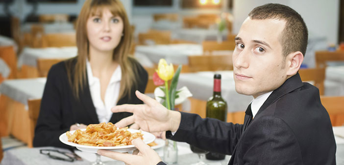 If you are lucky enough that the complaint is received at the same time, to resolve it can change the requested dish or offer an extra invitation to the already entrusted.