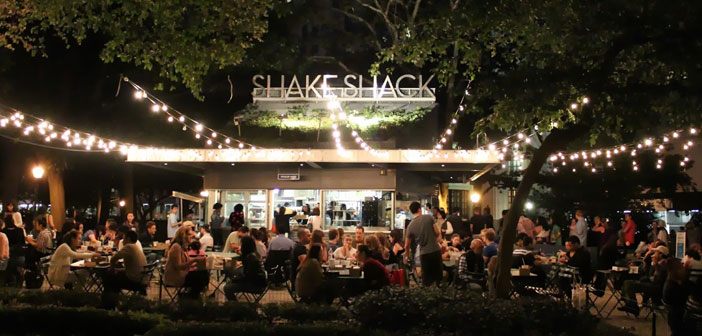Se llama Shake Shack, and the truth is not born with the idea of becoming a fast food franchise, but rather the opposite. His story began with a simple hot dog cart on the famous Big Apple, and New York.