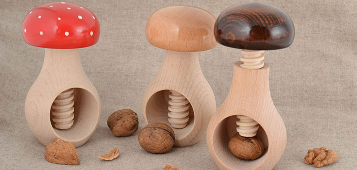 Ensemble de champignons en forme de casse-noix en bois 3 parties.