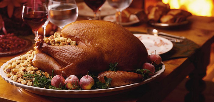 Take advantage and performs some attractive promotion as a closed menu, and / or include dishes from the date as the famous roast turkey you see in all the movies and series.