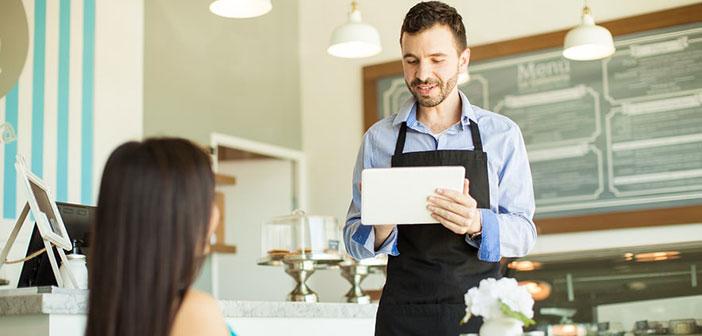 En sala, una combinación de hardware y software en forma de comanderos, con infinitas posibilidades de personalización y fiabilidad está ahorrando miles de kilómetros a los camareros en el trayecto sala-cocina.