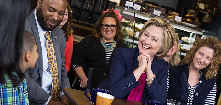 Clinton se ha comprometido a apoyar el programa de asistencia de nutrición suplementaria que supone un complemento en forma de cupones de alimentos para evitar que uno de cada siete estadounidenses pase hambre.
