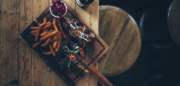 oui, la rentabilité ou la qualité de la cuisine d'un bar ou un restaurant est fondamental, mais il est pas tout, le service fourni au cours d'une expérience de dîner joue un rôle égal dans la détermination.