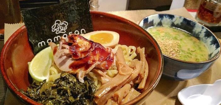 un exemple, Il est le nouveau E.A.K. Ramen à New York, le deuxième restaurant sur le territoire des États-Unis de cette chaîne populaire japonaise, nori dans le bol d'accompagnement de ramen, Il est imprimé le nom du restaurant.