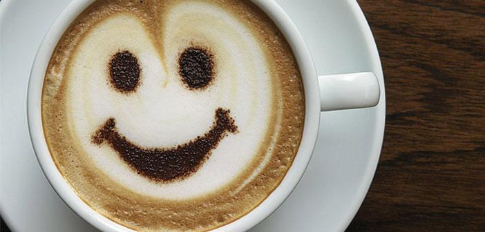 Aplica en los cafés latte art para hacer caras sonrientes en la bebida final de tus clientes.