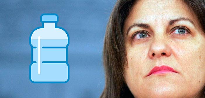 La exministra Trujillo la lía en Twitter con el agua Fontvella del Foster's Hollywood