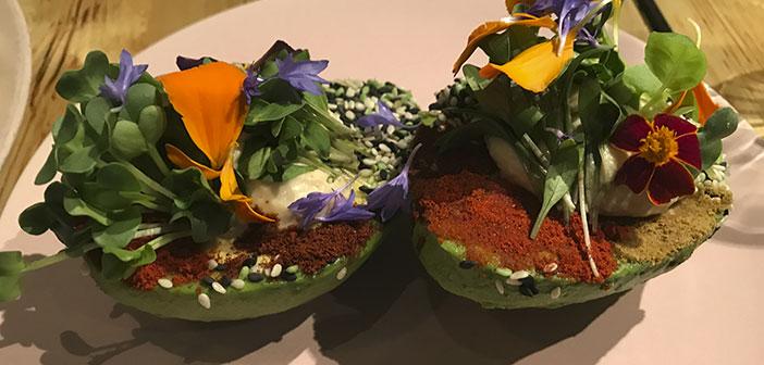 Le client recherche une alimentation saine et saine. Bonne qualité et bon prix, écologique et biologique sont à la mode. les légumes sont beaucoup des œuvres, salades sélection des clients et des couleurs beaucoup séparées. Maintenant, tout est pas vert.