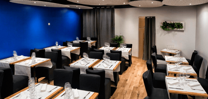 On the other hand, the culinary offerings of the place is detailed in a usual menu of typical French bistro food. With a selection of foie gras, langosta, snails, lamb or scallops. The price revolves around the 49 euros, by diners can sample three dishes.