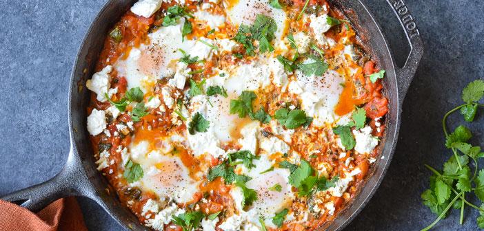 Maintenant, il est temps de céder la place à des plats traditionnels de la cuisine orientale comme Shakshuka, œufs cuits sauce tomate épicée