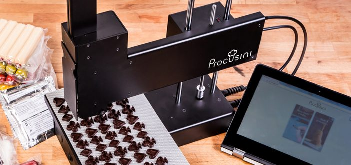 The printer retails for about 2.362 € and you can also be purchased preloaded chocolate, marzipan paste. The code is generated by a computer program called cutter, cutting a layered 3D model and writes the printing instructions for each layer.