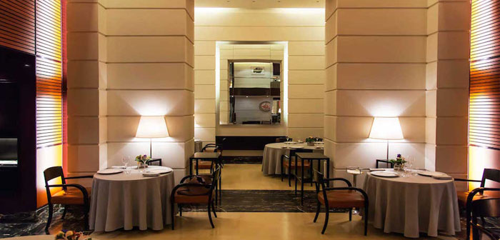 Michelin Star chef and Masterchef, Carlo Cracco with his wife Camilla, responsible for MK Group, just opened this luxurious restaurant located on the Galeria Vittorio Emanuele II, the most luxurious area throughout Italy.
