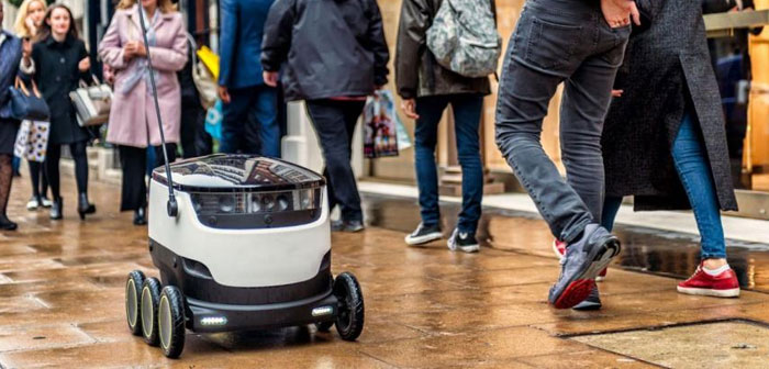 Speed ​​delivery robot is not very high. Passes to a comparable speed with the passage of people walking, 6 kilometers per hour. The speed of service is achieved by employing a large number of robots. For example, fleet that is responsible for catering services currently exceeds thousand units.