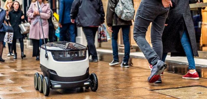 La velocidad del robot de reparto no es muy elevada. Transita a una velocidad equiparable con el paso de las personas al caminar, 6 kilómetros por hora. La velocidad en el servicio se consigue al emplear un número elevado de robots. Por ejemplo, la flota que se encarga de los servicios de catering actualmente supera el millar de unidades.