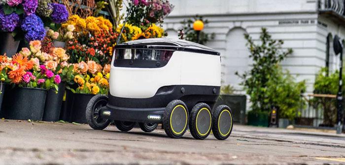 La dernière société de distribution de robots basée à Mountain View (Californie, DE. UU.), Starship Technologies, est un petit module compact muni de six roues robustes, trois de chaque côté, boîtier blanc en plastique rond et noir.