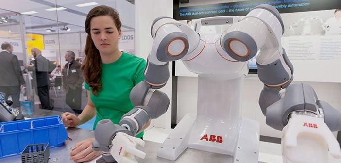 Un cobot ou co-robots (de collaborative robot) est un robot créé pour interagir physiquement avec les humains dans un environnement de travail collaboratif.