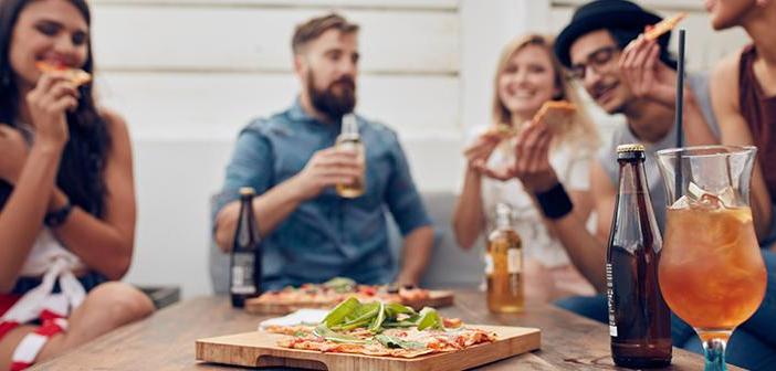 Afin de répondre aux besoins des nouveaux consommateurs, restaurants sont contraints de rationaliser leurs services, réduire les temps d'attente et répondre aux multiples canaux de communication existants entre les entreprises et le client.