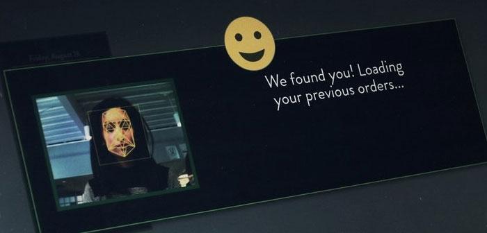 kiosques Autopedido équipés d'un système de reconnaissance faciale qui identifie les convives qui ont visité l'établissement précédemment et de l'écran présente une série de recommandations personnalisées en fonction de vos portions d'histoire.