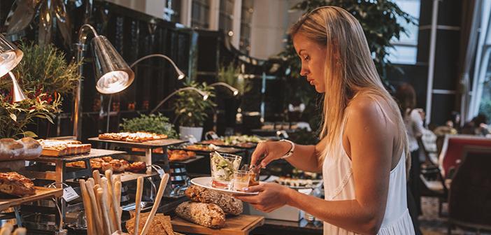 Une étude récente sur les coutumes de la population et des restaurants d'ouverture au Royaume-Uni montre la nécessité d'adapter aux nouvelles habitudes de consommation