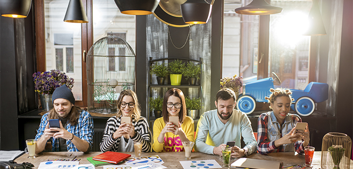 Le concept du restaurant phygital (physique + numérique) cherche l'union de ces réalités, le mélange physique avec le numérique, générer des expériences qui commencent, continuer, ou à la fin entrelaçant ces deux mondes, où la technologie est l'élément conducteur qui rend possible la convergence parfaite entre les deux.