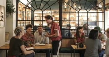 Chefs y críticos gastronómicos desvelan los motivos que indican que comer en un restaurante puede ser una muy mala idea