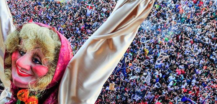 Durante agosto muchos pueblos y pequeñas ciudades celebran también su patrón. Un caso destacable es el de la Semana Grande de Bilbao, que va del 18 al 26 de agosto. Los vinos, el txacolí y las tapas dominan la escena bilbaína.