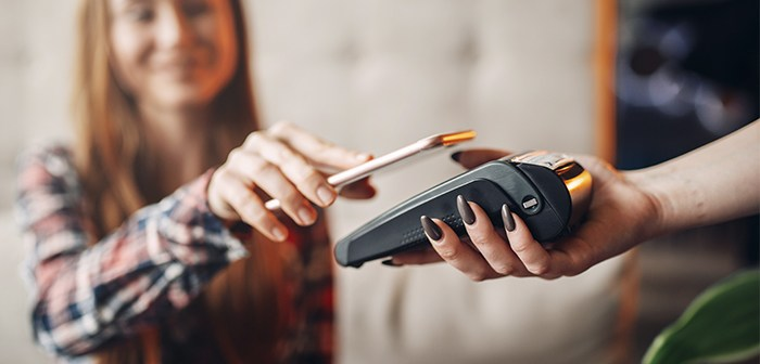 Mobile payment, a growing trend in the restaurant industry with examples like Club Vips