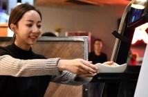 Los robots de X Future Restaurant cocinan, sirven y además entretienen a los niños