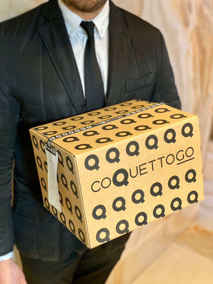 Others, like the delivery version of Coque, CoquettoGO, with those waiters outside transporting those ready boxes, to taste the best product, but also a temptation to share an authentic unboxing on your favorite social network.