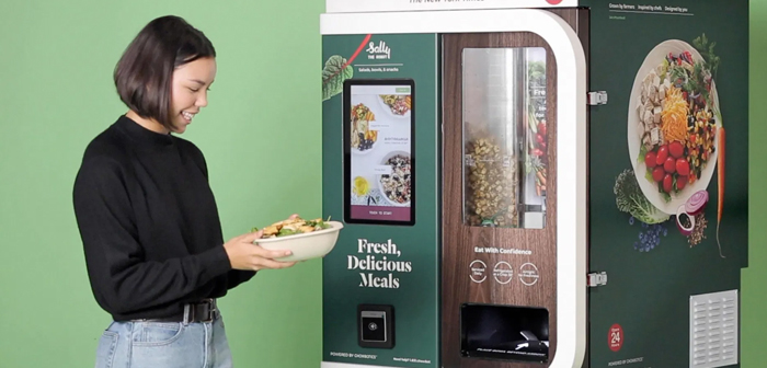 At Chowbotics they decided to develop this machine to fill a neglected niche, while responding to one of the population's biggest concerns about food vending machines.