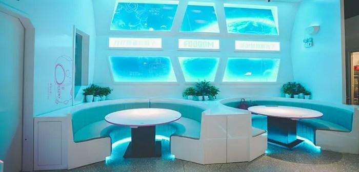 Un restaurant futuriste ouvre sans précédent en Chine 46 robots sans employés humains.