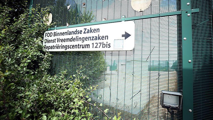 Belçika düzensiz göçmenleri tek merkezde toplayacak