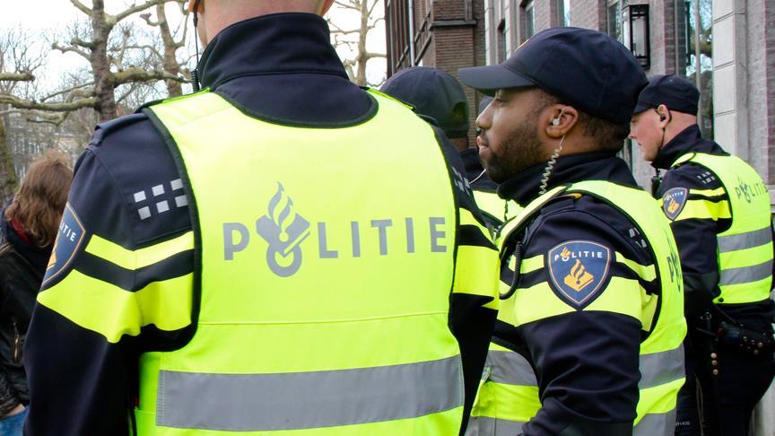 Hollanda'da Kovid-19 önlemleri protesto edildi