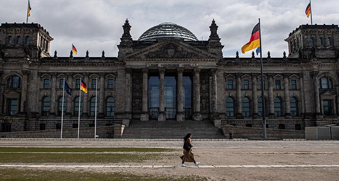 Almanya korona önlemlerini gevşetiyor