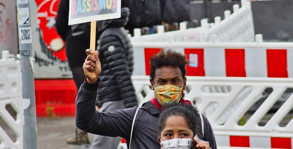 """Irkçılık karşıtı gösteriler, """"sosyal medya"""" etkisiyle büyüdü"""