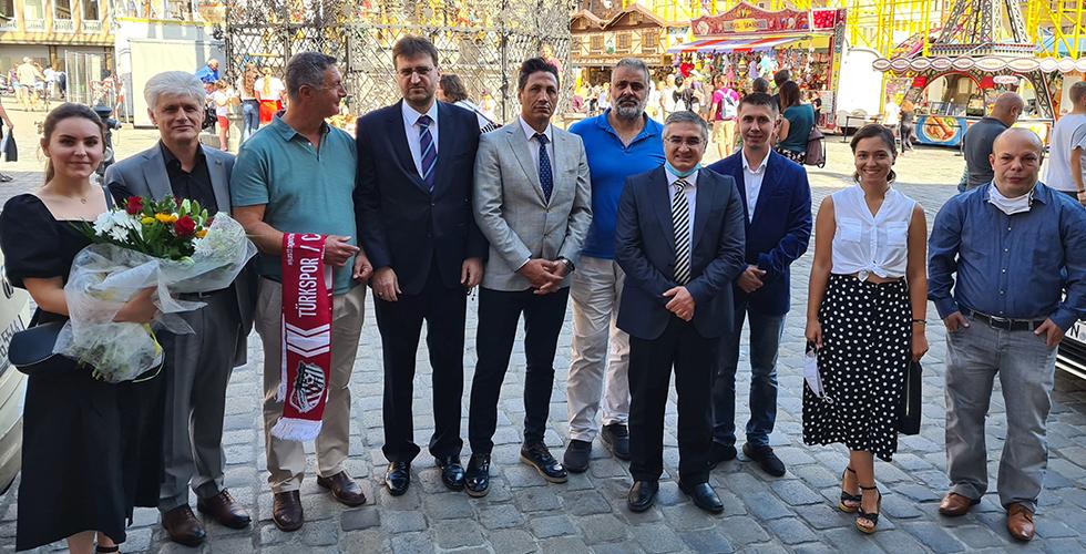 Nürnberg Türk İnsiyatif, yeni Nürnberg Belediye Başkanı König'i ziyaret etti
