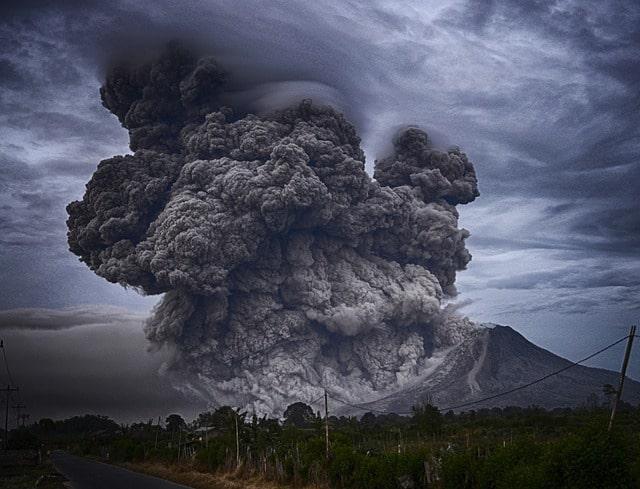 Etna Yanardağı lav püskürtüyor